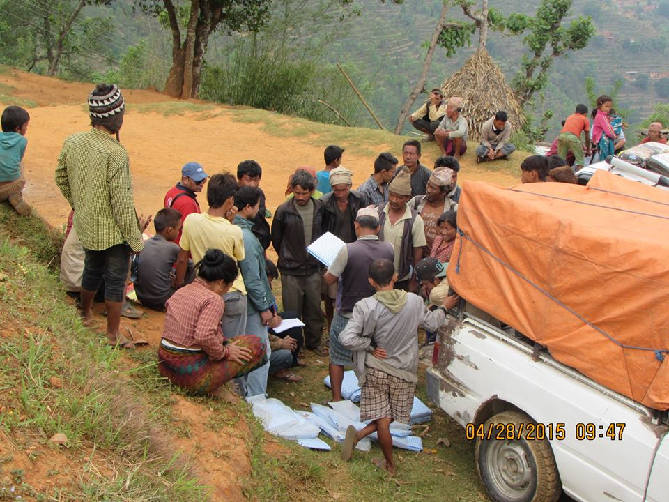 Nepal camion soccorsi